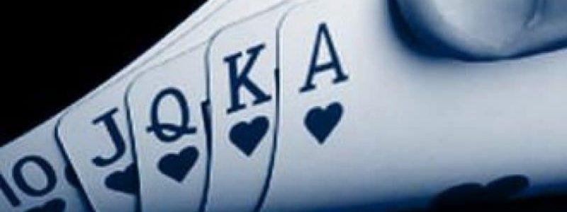 Bermain Kartu dan Domino